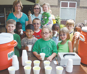 Lemonade Stand Aids Tennessee School Students