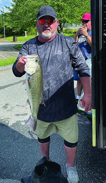 Brian Branch, 6.94 pounder big fish, caught with the Carolina Bass Club.