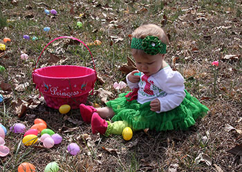 GATHERING EASTER EGGS IN CASAR...