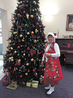 Mrs. Santa visits Senior Center