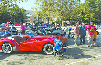 Senior Center to sponsor car show, flea market