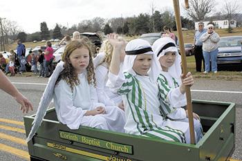 Sleeves Were An Option At Casar's Christmas Parade