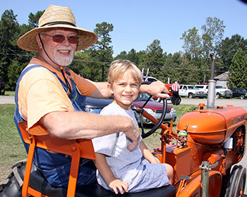 BELWOOD ANTIQUE TRACTOR & ENGINE FESTIVAL...